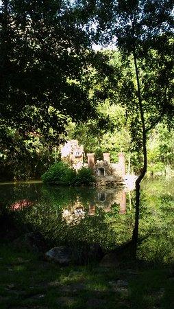 Fuencaliente, Spanje: Lago con castillo interior