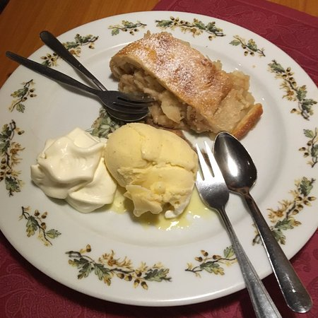 worthmuhle desert apple strudel with ice cream