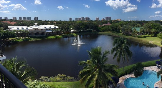 Inn at Pelican Bay: The view from our top floor room.