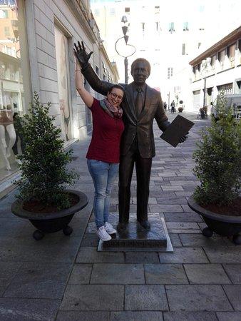 Mike Bongiorno Statue : IMG_20161030_103255_large.jpg