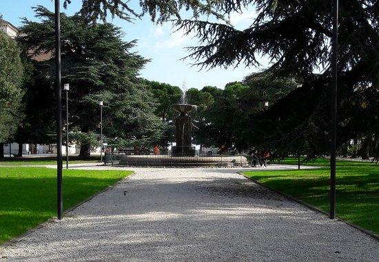 Fermo, Italy: Viale Centrale e Fontana