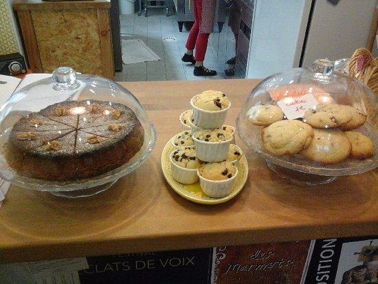 Parthenay, France : gateau aux noix muffin et cookies
