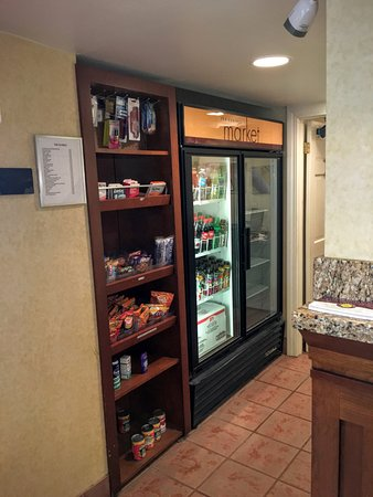 Hawthorn Suites by Wyndham Akron/ Fairlawn: Market Place