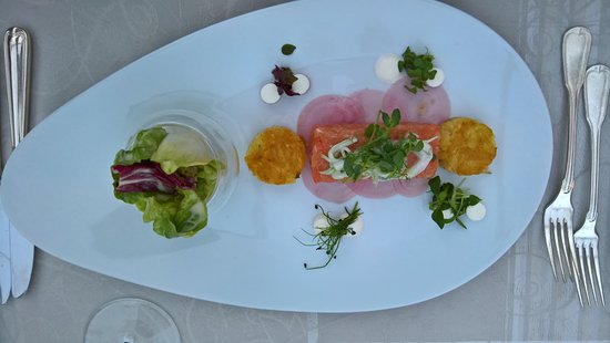 Restaurant & Hotel Zum Lowen: Tartar vom Lachssashimi Röstitaler
