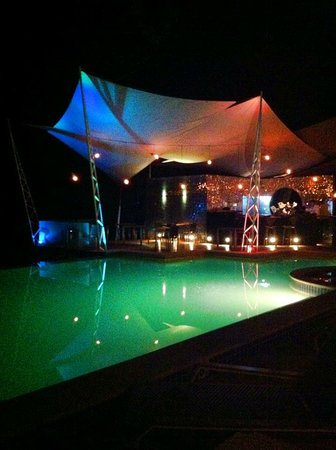 Makanda by the Sea: Bar y piscina