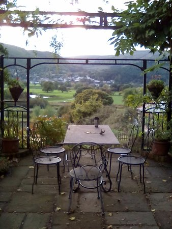 Padog B&B: A small but nice little spot to take in the view with a brew!