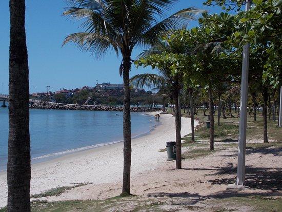 Canto Beach: Sem estrutura de quiosques e banheiros...