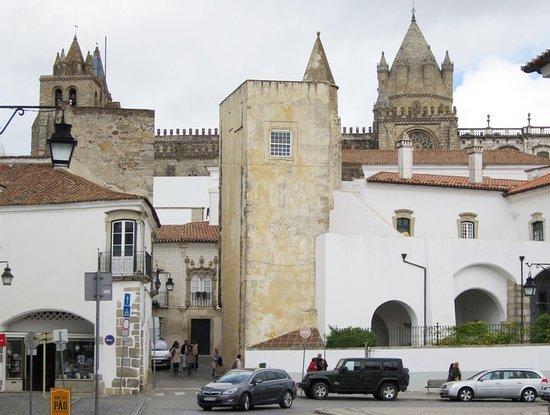 House Garcia de Resende (Évora)