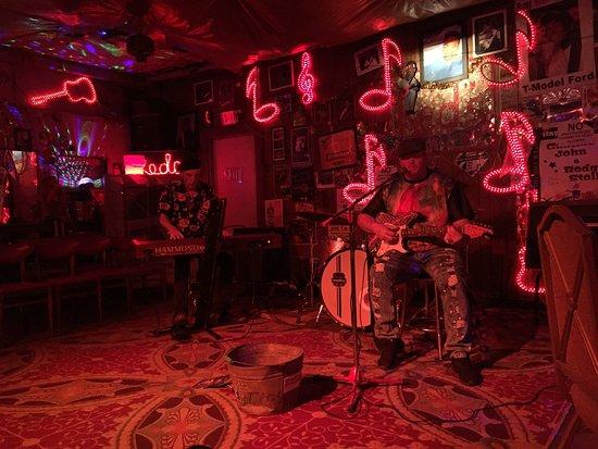 Red's Lounge: photo1.jpg
