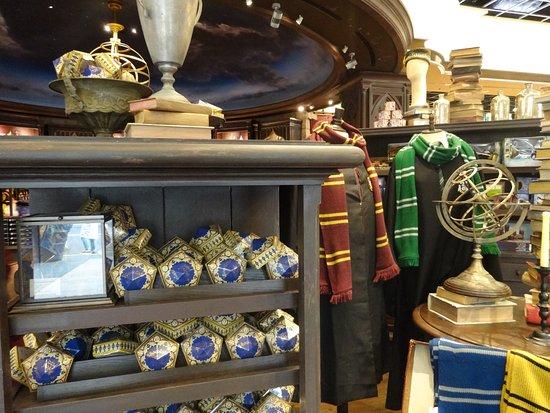 Harry Potter Gift Shop - Picture of Universal Studios Japan, Osaka ...