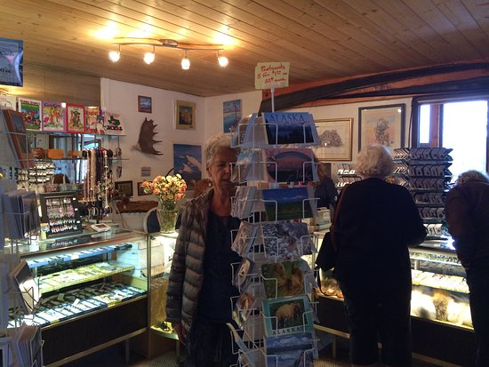 Mary's Mckinley View Lodge: gift shop