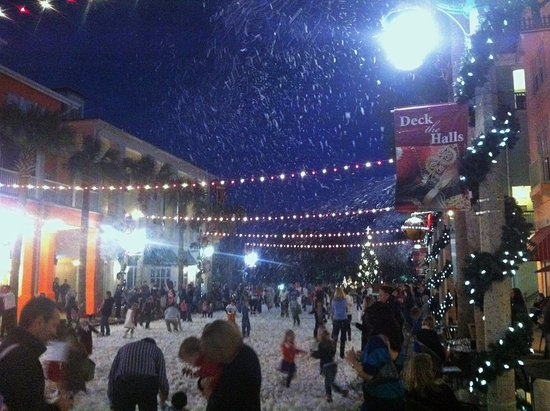 Florida Christmas.Holiday Snow Christmas In Market Street Celebration