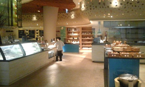 Renaissance Phuket Resort & Spa: Очень понравился ресторан, где мы завтракали