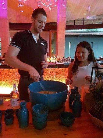 Renaissance Phuket Resort & Spa: Наш красивый бармен