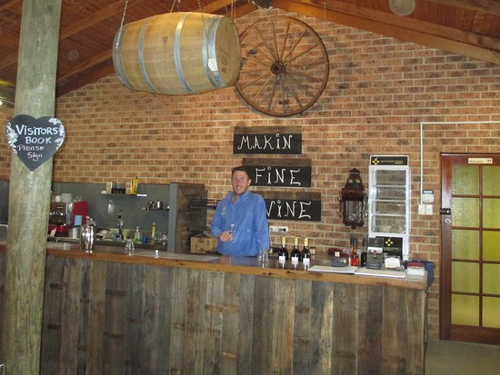 Murrumbateman, Australie : inside the cellar door