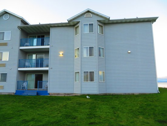BEST WESTERN Harbour Pointe Lakefront: our room is the top balcony (346 ontario), goes up until the bay windows