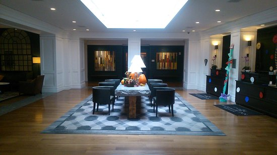 Hanover Inn Dartmouth: Entrance,  lobby.