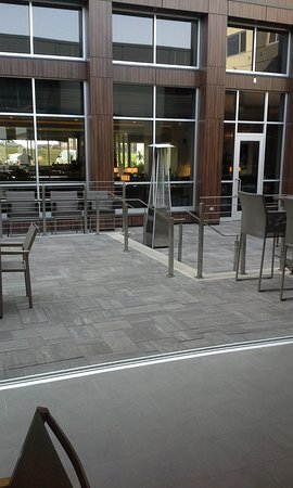 West Fargo, Dakota del Norte: outdoor bbq, seatings area