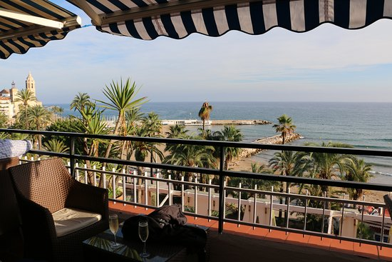 Hotel Platjador: View from the rooftop bar of the sea