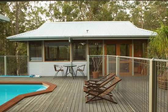Myall Lakes National Park, Australia: Cabana & pool