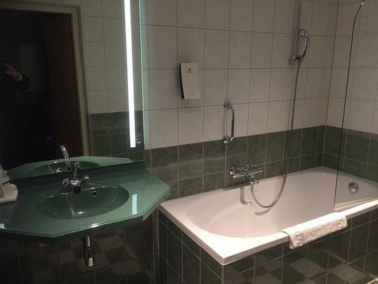 badkamer 2 - Foto van Crown Hotel Eindhoven, Eindhoven - TripAdvisor
