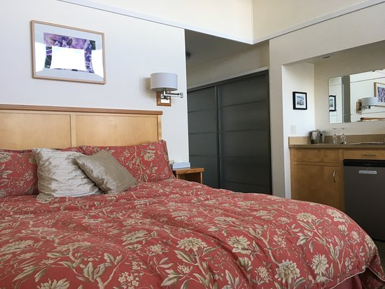 Inverness, CA: Comfortable Bed
