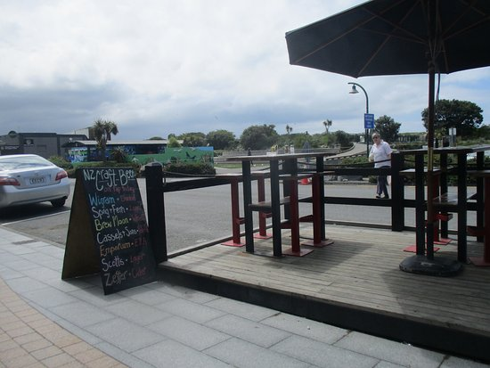 Craypot Cafe & Bar: Outside