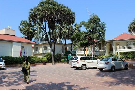 Radhika Beach Resort : Car park