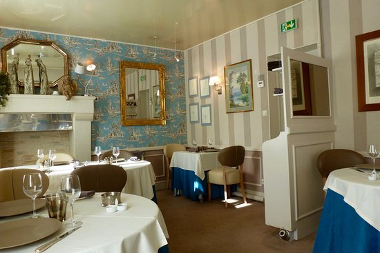 Semblancay, Francia: Interior of the small and classy retaurant