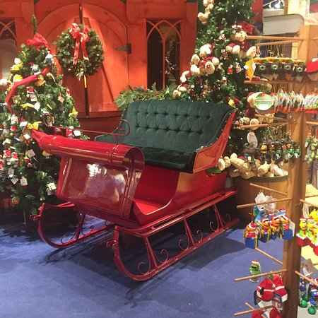 South Deerfield, MA: Sleigh at Yankee Candle Village