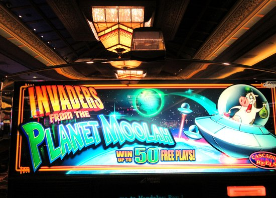 Vintage Slot Invaders From The Planet Moolah Cssino At
