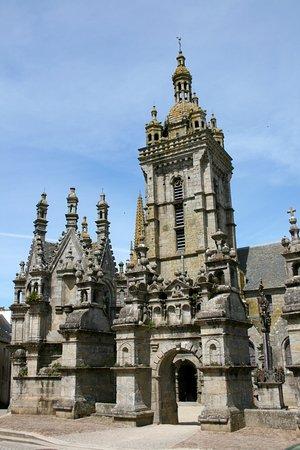 Saint-Thegonnec, France: Facciata complesso