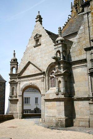 Saint-Thegonnec, France: Entrata
