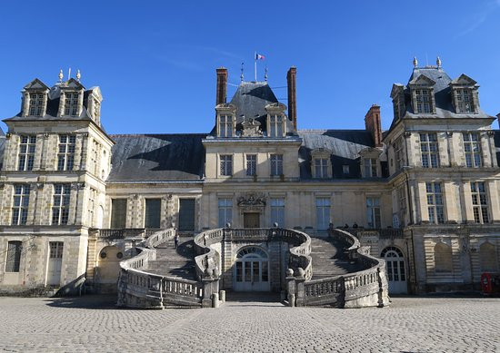 ch teau de fontainebleau la biblioth que picture of chateau de fontainebleau fontainebleau. Black Bedroom Furniture Sets. Home Design Ideas