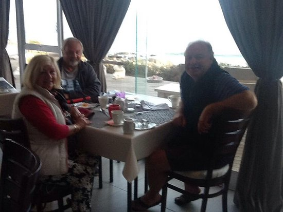 Cape Team Tours - Day Tours: Having breakfast with Peter