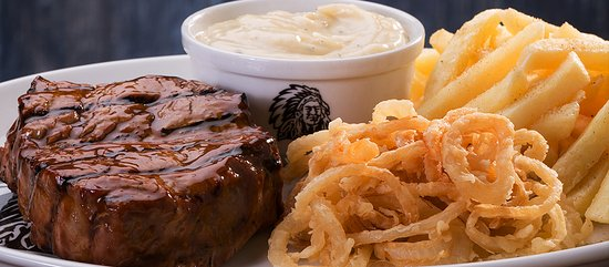 Centurion, Zuid-Afrika: Succulent fillet steak, topped with creamy garlic sauce