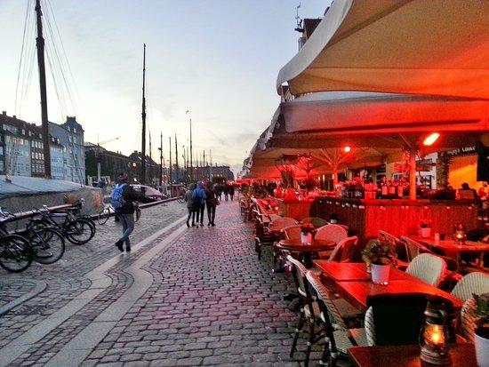 Nyhavn: al tramonto