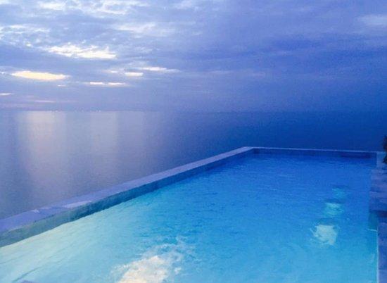 Aminjirah Resort: pool