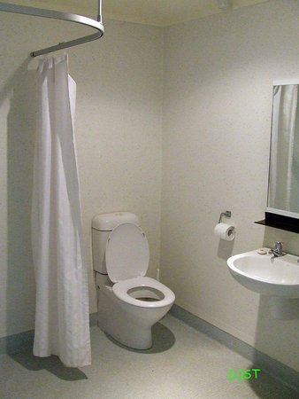 Manawatu-Wanganui Region, New Zealand: bathroom and toilet