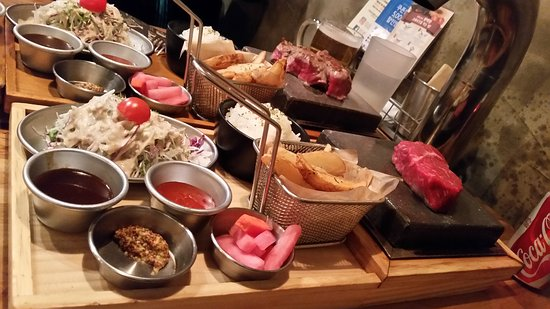 Black Stone Itaewon: Very nice steak. We can cook it as we want. I like the grapefruit beer.