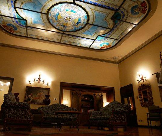 B4 Astoria Firenze: Magnificent lobby