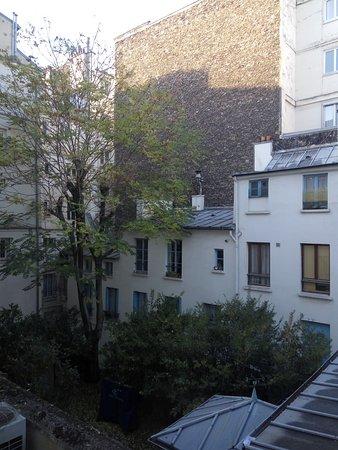 vue sur cour, assez calme - Picture of The Element Hotel, Paris ...