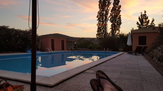Roccatederighi, Włochy: Late night relaxation by the pool.