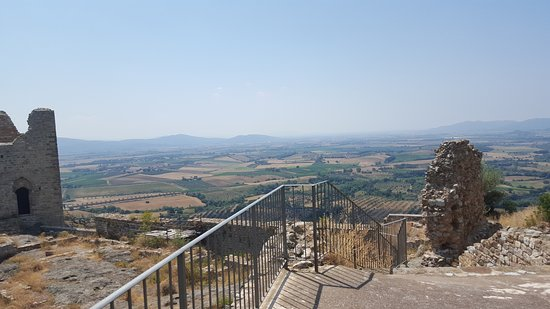Roccatederighi, Italy: A nearby castle you can visit and climb to the top of!
