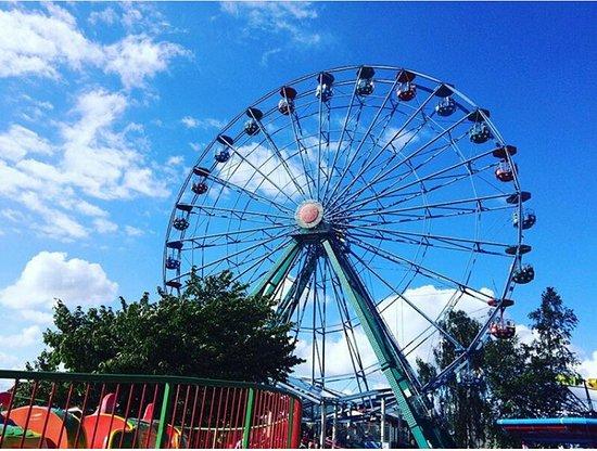 Linnanmaki Amusement Park: Колесо обозрения- 3 круга, два из них с остановками.