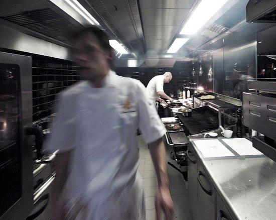 Emilies Eld Restaurant & Bar: Åpent kjøkken