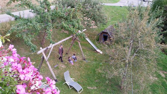 Gästehaus Lauby: Looking from the balcony down to the playground