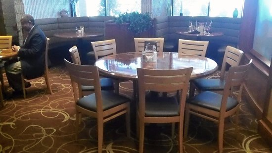 Garfield's Restaurant: Well Spaced Seating