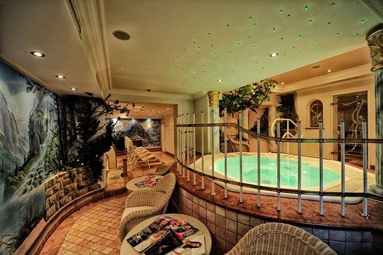 Hotel Verwall: Unsere Leseecke mit Blick auf den Whirlpool...