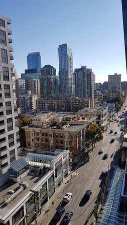 Shangri-La Hotel, Vancouver: View of city and street outside hotel